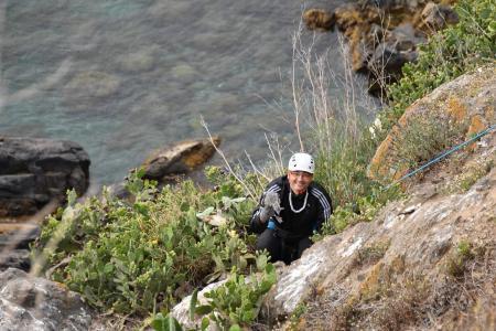 Miguel Angel Guirado bajando por la ladera del Recinto Sur.